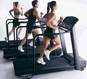 running-treadmills-in-group-in-gym (1)